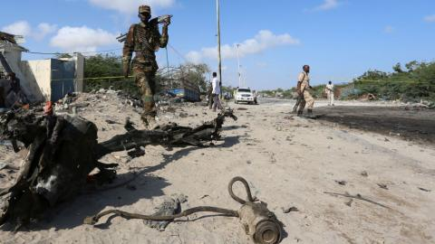 Suicide car bomb targets restaurant in Somali capital
