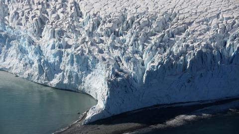 Polar expedition studies climate change effects