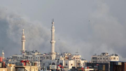 Syrian regime bombards Yarmouk refugee camp – monitor