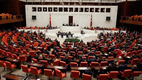 Turkey's parliament ratifies bill on snap elections