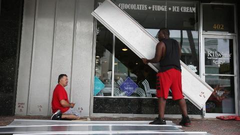 Mass evacuations as Hurricane Matthew threatens Florida