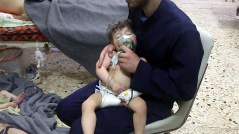 Experts collect samples from site of alleged Syria gas attack
