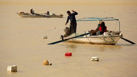 Thousands of Egyptians make Nile river their home