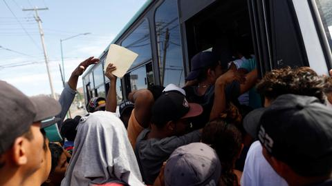 Migrant 'caravan' at US-Mexico border prepares for mass crossing