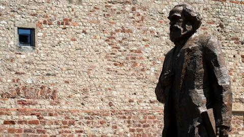 Marx's hometown in Germany unveils huge statue on 200th birth anniversary
