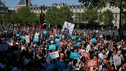 Thousands stage anti-Macron protest in Paris