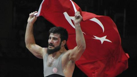Turkish wrestlers win gold medals at European Championships