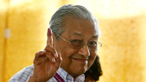 Mahathir sworn in as Malaysia's prime minister