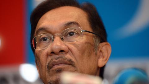 Malaysia's Mahathir says Anwar Ibrahim to get full pardon