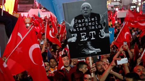 Turkish prosecutors seek arrest of 300 military personnel