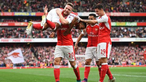 Man City penalty woes allow Arsenal to join them at the top
