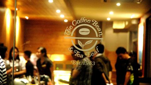 US coffee shop worker refuses service to man for accosting veiled woman