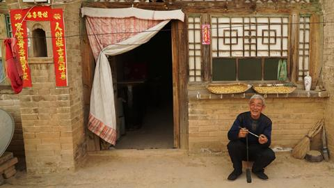 China's cave-dwellers resist relocation campaign