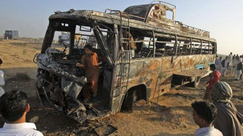 Bus collision kills dozens in Pakistan