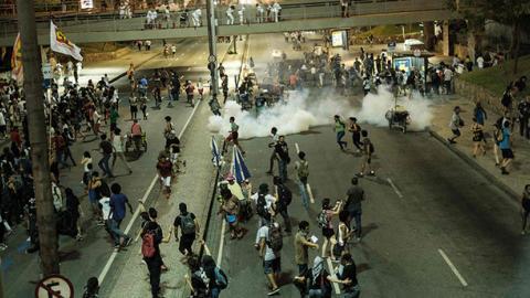 Rio police tear gas budget plan protestors