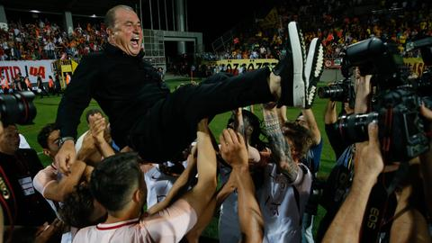 Galatasaray win Turkish title for record 21st time