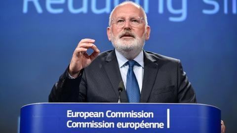 EU moves to ban single-use plastics