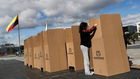 Five key factors that could swing Colombia's second round of voting