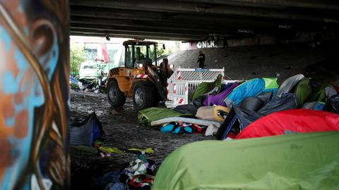 Paris police clear out migrant camp at centre of immigration debate