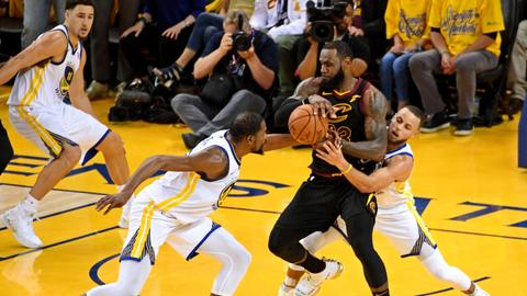 Despite James' 51, Warriors take NBA Finals opener in OT