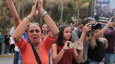 Venezuela begins releasing 39 jailed opposition activists
