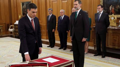 Socialist Pedro Sanchez sworn in as new Spanish PM
