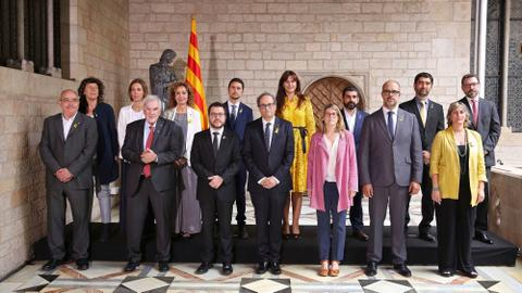 Catalonia's new separatist government sworn in