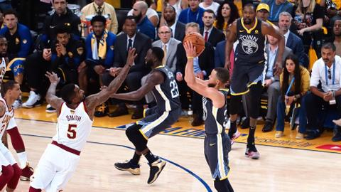 Warriors outgun Cavs to take 2-0 series lead in NBA Finals