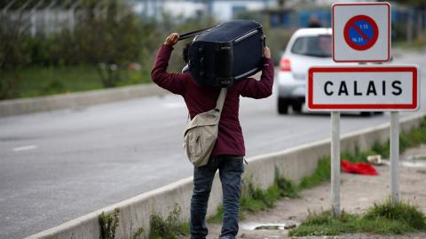 France begins clearing out 'Jungle' refugee camp in Calais