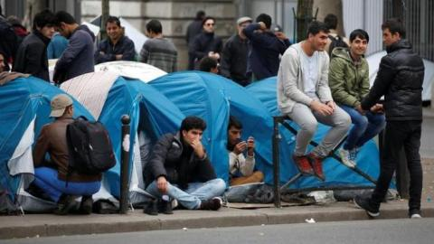 Refugees pitch tents in Paris after shutdown of Calais camp