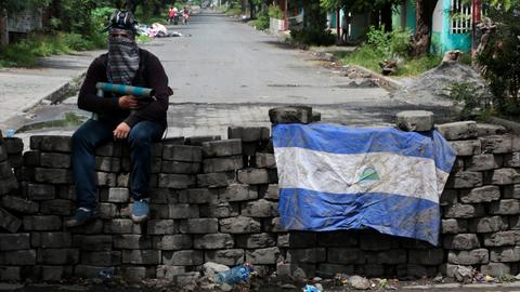 Violence kills 8 in Nicaragua, casting pall over peace talks