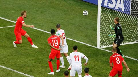 England beat Tunisia 2-1 in their World Cup opener