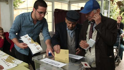 Voting gets underway in Turkey's elections