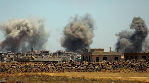 Air strikes resume in southwest Syria after talks fail