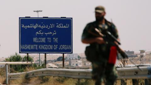 Syrian opposition forces surrender key crossing point to regime