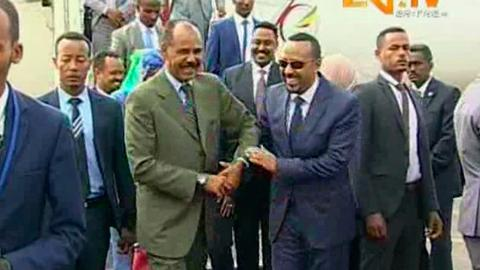 With hugs, leaders of rivals Ethiopia, Eritrea meet for peace summit