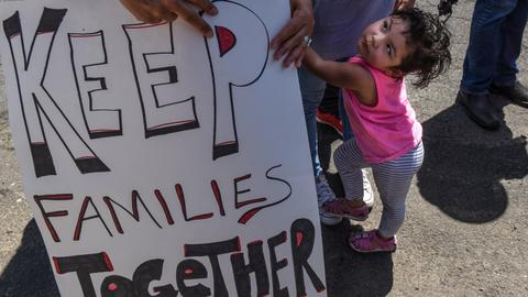 Migrant children in US to reunite with families