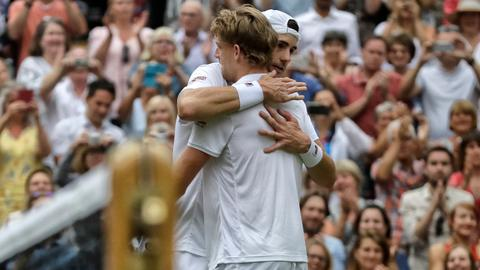 Anderson tops Isner 26-24 in epic 5th set of Wimbledon semifinal