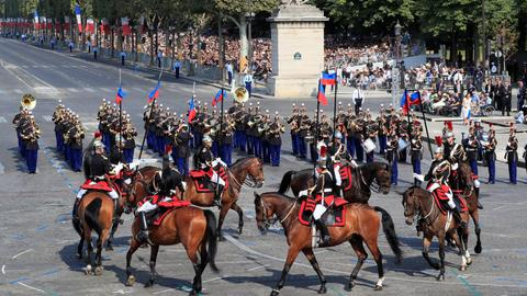 French military parades for Bastille Day, gets budget boost