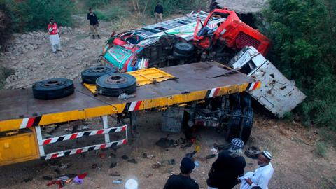 At least 16 killed in Pakistan traffic collision