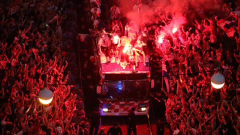 Croatia get heroes' welcome after World Cup show