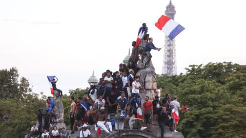 French celebrate World Cup Victory in Paris
