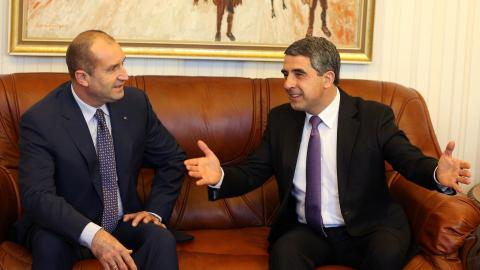 Bulgarian PM resigns after pro-Russian candidate wins presidency
