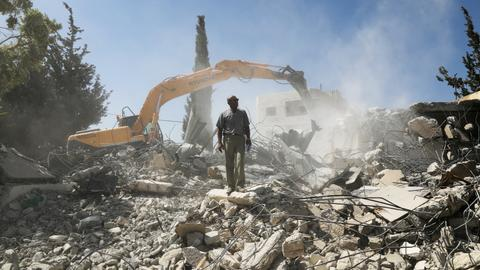 Palestinians demolish own homes rather than see Israelis move in