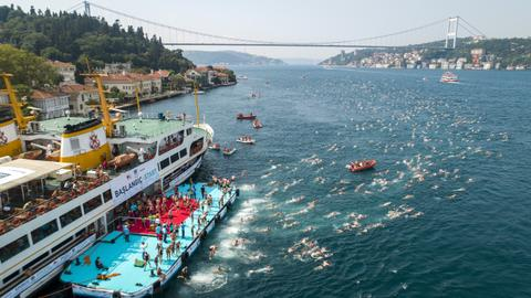 Over 2,000 swimmers cross Bosphorus Strait in annual race