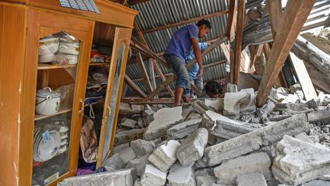 Earthquake in Indonesia's Lombok Island leaves many dead