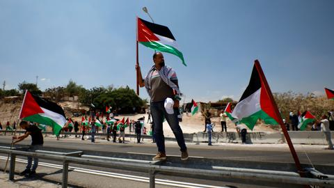 Palestinian lawyers float compromise for threatened Bedouin village