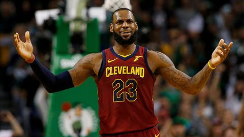 Trump takes aim at NBA legend LeBron James