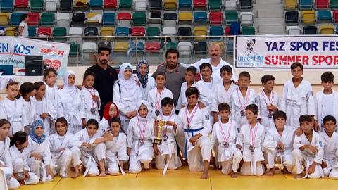 Syrian children healing from trauma of war through judo in Turkey