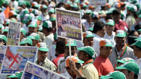 Thousands protest cash ban in India